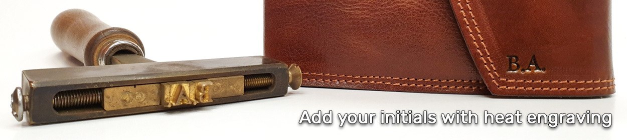 Add your initials on diaries, albums, books and many other leather workshop products.